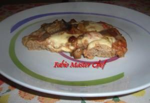 Pizza di Carne Tritata con Mozzarella e Funghi