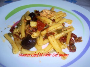 Casarecce con Pomodori Secchi, Tonno, Capperi e Olive Nere