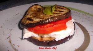 Medaglione di Melanzane Grigliate con Mozzarella e Pomodoro