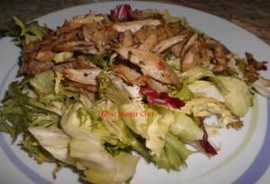 Pollo Speziato al Forno su Letto di Insalata Mista