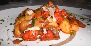 Gnocchi con Salsiccia, Funghi Champignon e Scaglie di Pecorino