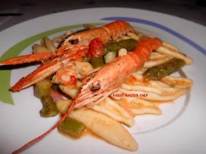 Barchette Fresche con Scampi e Asparagi